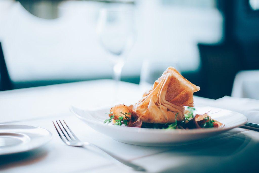 二人で食事に誘う男性心理6つのパターン