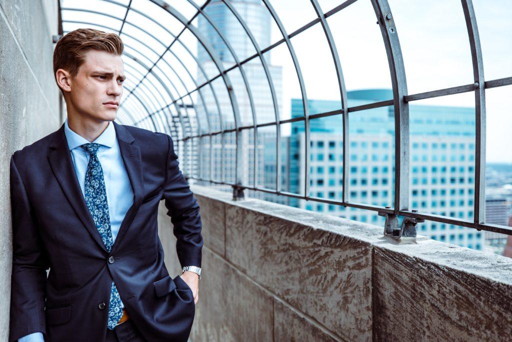 職場の既婚者男性が独身女性に体だけの関係を求めないなら「本気」の可能性もある