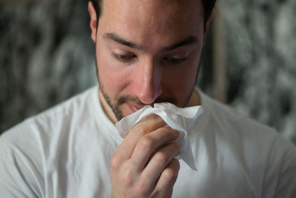 風邪引いた…体調不良を訴える男性心理って?