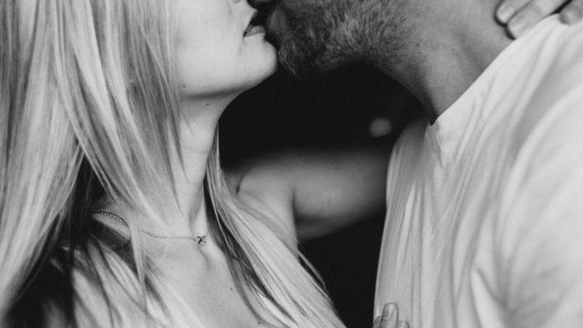 【遊びを見抜く】既婚者男性がキスする3つの男性心理とケース別の正しい対処法!
