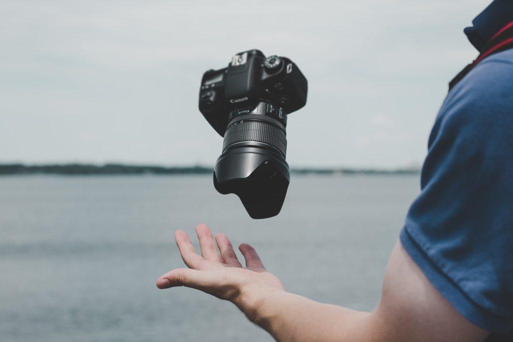 【ベタ惚れ】女性の写真を撮る7つの男性心理と気になる彼を虜にする対処法!