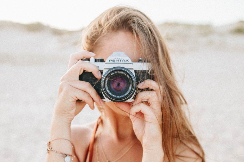 あなたも彼の写真を撮って写真の撮り合いをする