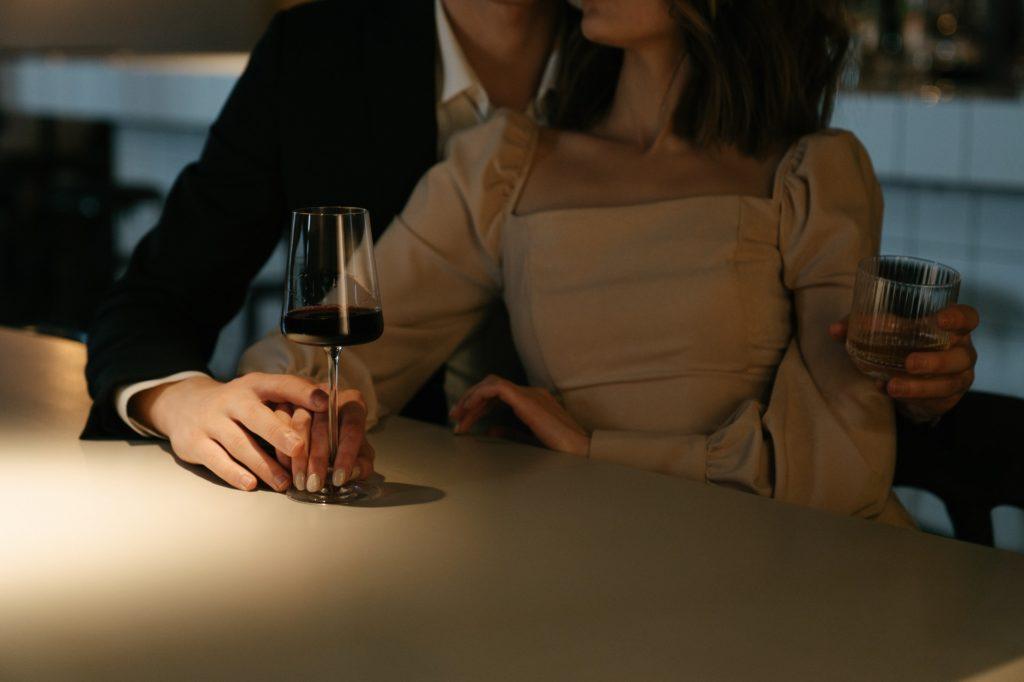 独身女性をサシ飲みに誘う既婚男性への正しい対処法