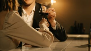 【下心を見抜く】既婚男性が独身女性をサシ飲みに誘う5つの男性心理と対処法!