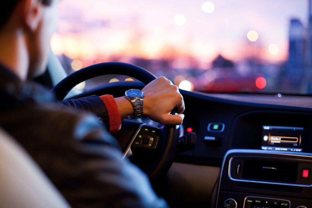 車で二人きりになる4つの男性心理