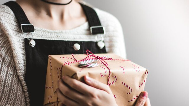 【超重要】女性からのプレゼントをもらう4つの男性心理と重いと思われないコツ!