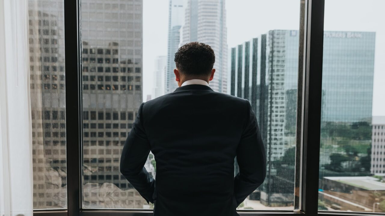 【焦るな】既婚者男性が急に避ける8つの心理と好き避けやごめん避けする彼の対処法!
